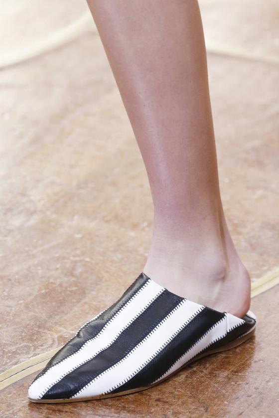 신발 꺾어신기, 편하고 시크 VS 불