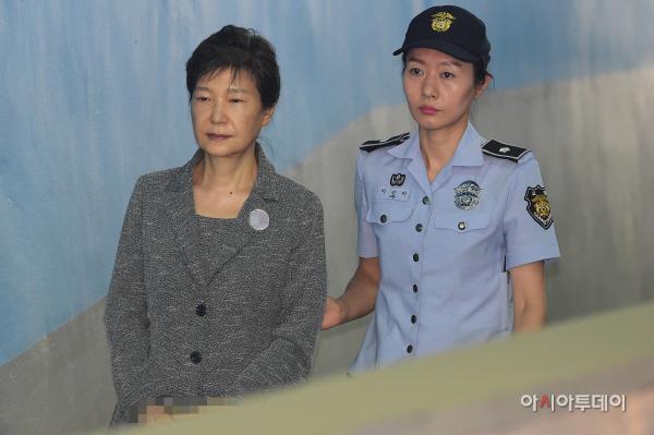 박근혜 추가 구속영장 놓고 검찰-변호