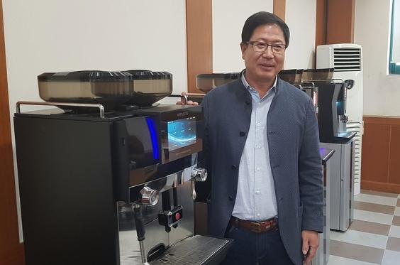 '28년 커피자판기 외길'... 박원