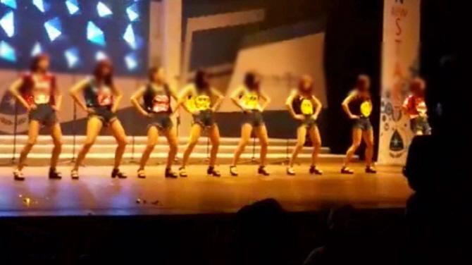 신부님 앞에서 '위아래' 춤..또 간