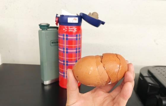 보온병·텀블러 내부 씻을 땐 달걀껍데