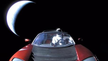 우주로 간 테슬라 로드스터와 스타맨,