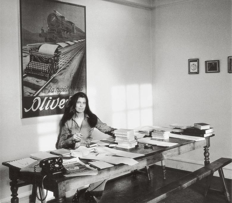 작가의 가장 사적인 공간, 책상