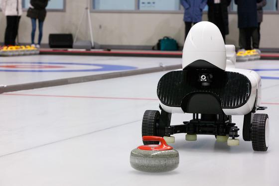 [르포] 세계 최초 'AI 컬링로봇'