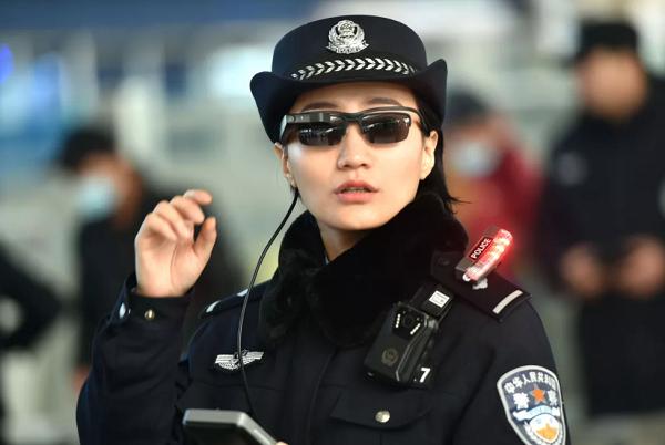 중국 공안, 얼굴인식 선글라스로 범죄