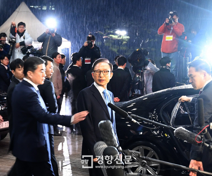 '특활비 1억원 수수'만 인정…가족·