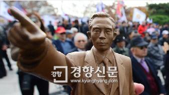 """서울시 """"박정희 동상 건립, 역사 자"""