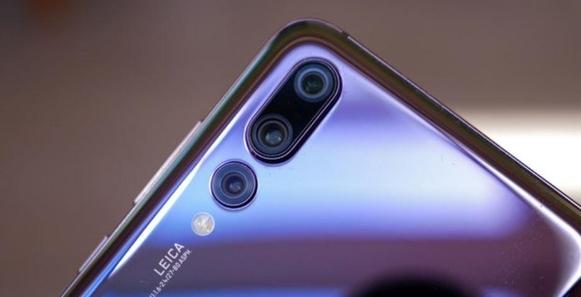 화웨이의 혁신 '트리플 카메라'...