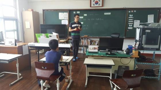 섬마을의 '특별한 사제지간'…전교생