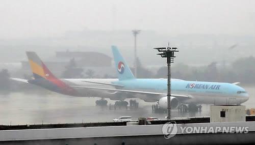 김포공항서 대한항공-아시아나기 충돌…