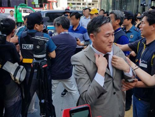 표창원-박주민 의원, 쌍용차 분향소서