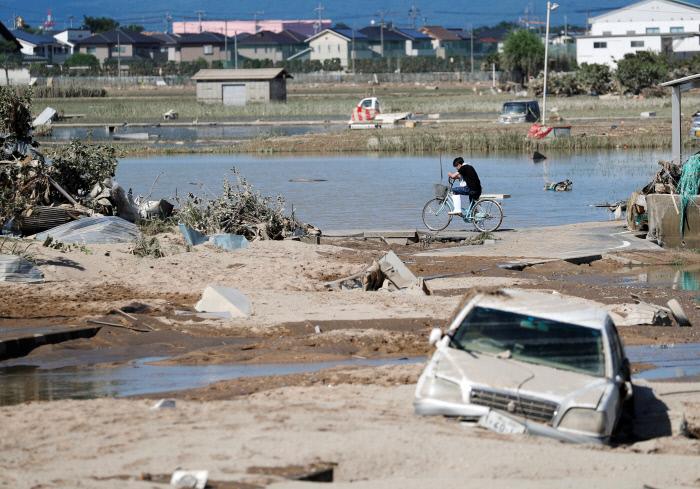 아베, 서일본 폭우 때 술판…시민들