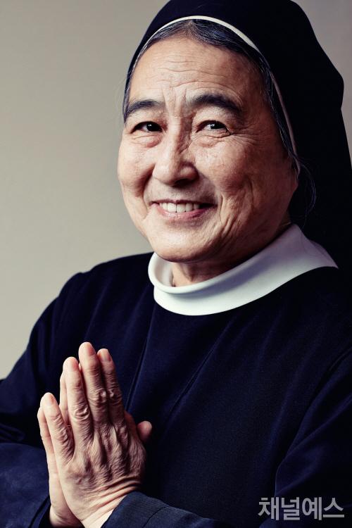 """이해인 수녀 """"먼저 대접해야 행복이"""