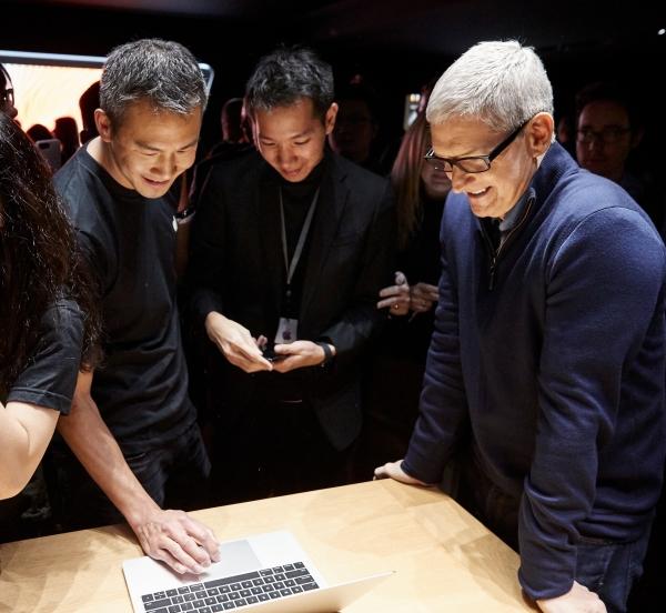 아이폰 10주년, 애플의 화살은 어디