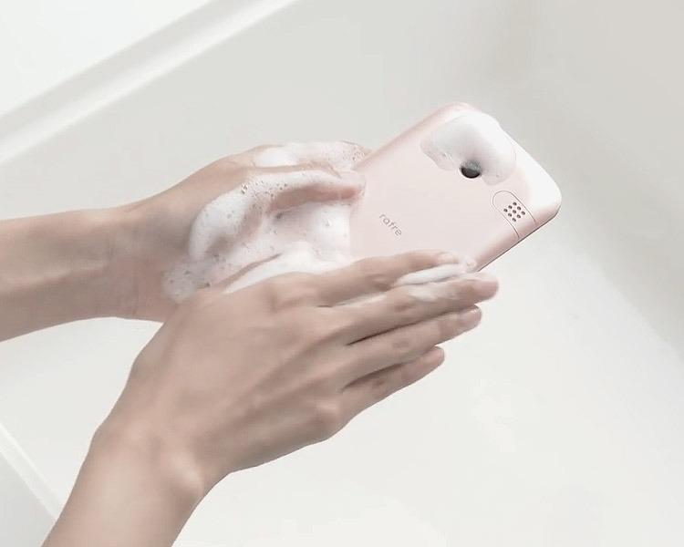 물로 깨끗이 씻어 쓰는 스마트폰! 교
