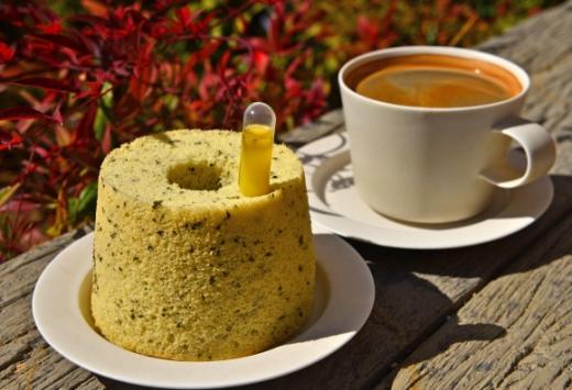 빵맛 보고 벚꽃 보고… 빵빵 골목 달
