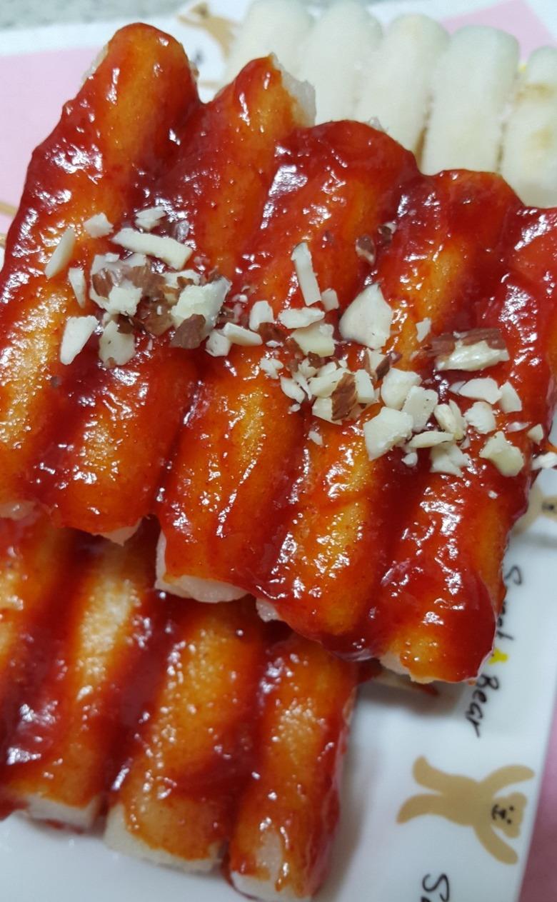 주말 간식 쫄깃 매콤한 떡꼬치