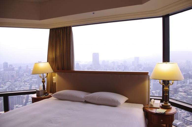 호텔 룸 업그레이드를 받는 6가지 방