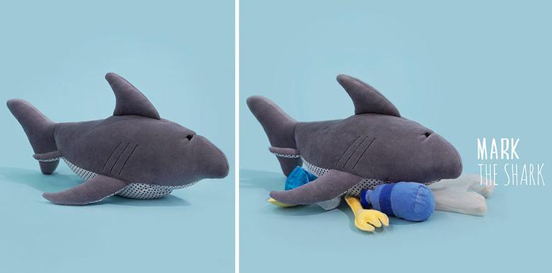 환경오염을 알리는 슬픈 바다생물 인형