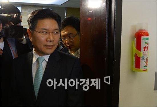 """한국당, 당권 놓고 진흙탕 싸움…""""친"""