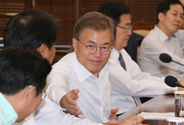 문 대통령, 방통위원 차관 차출… 신