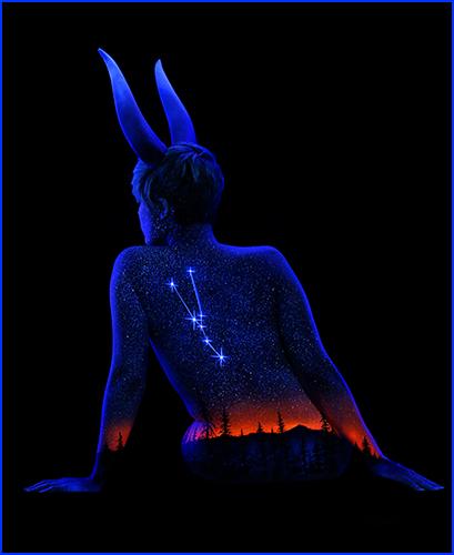 어둠 속에서 빛나는 바디페인팅