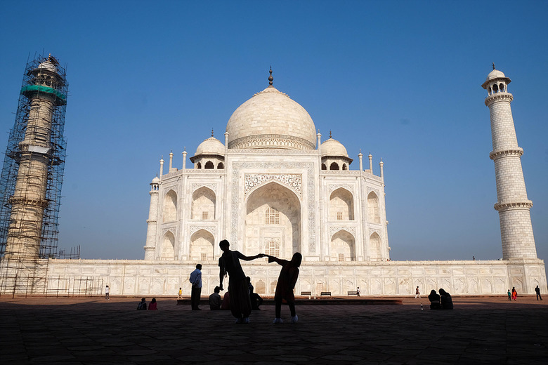 신혼여행으로 찾은 아름다운 무덤