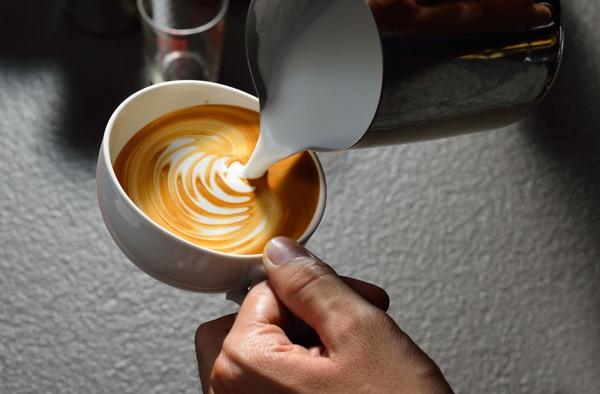 뱃살 빼려면 커피에 OO 넣으세요