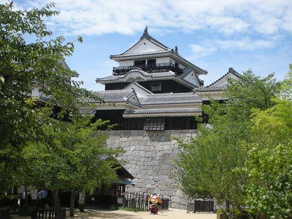 소담스러운 매력이 있는 일본의 소도시