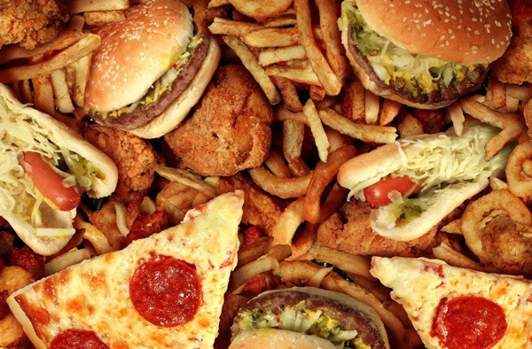 기름진 음식을 먹을 때 내 몸에 생기