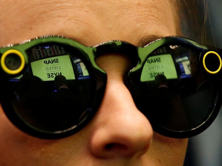 수십만대의 Spectacles 재고로