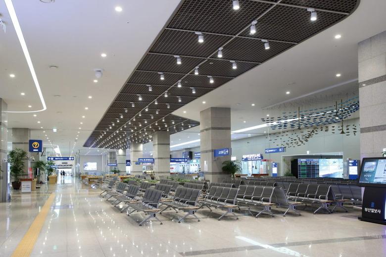 부산항 국제 여객터미널에서 만난 크루