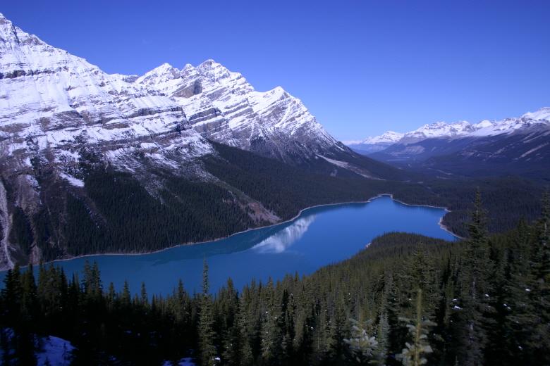 고즈넉한 호수와 함께 한 캐나다 와