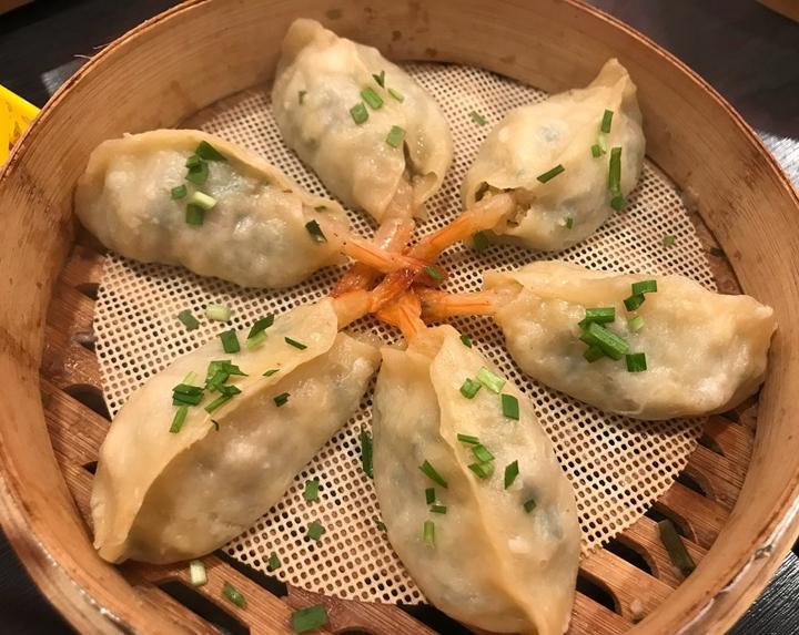 향긋한 육즙이 퍼지는 중국식 수제만두