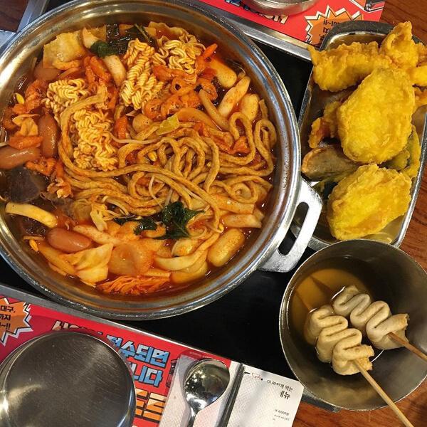 배터지게 먹자! 무한리필 홍대 맛집