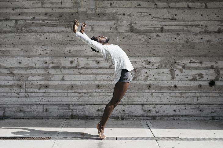 댄서, 지붕 밖으로 탈출하다: 멜리카