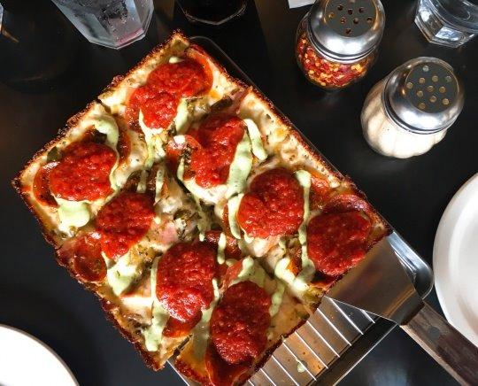 치즈가 줄줄~ 흘러내리는 피자 맛집