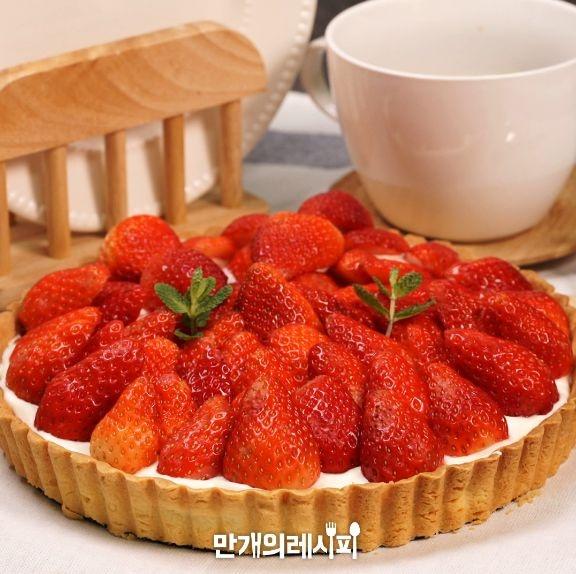상큼한 딸기가 톡톡! 부드러운생크림에