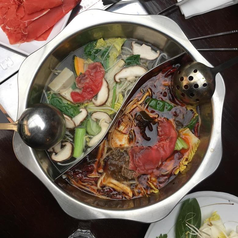 펄펄 끓는 홍탕백탕 이국적인 훠궈 맛