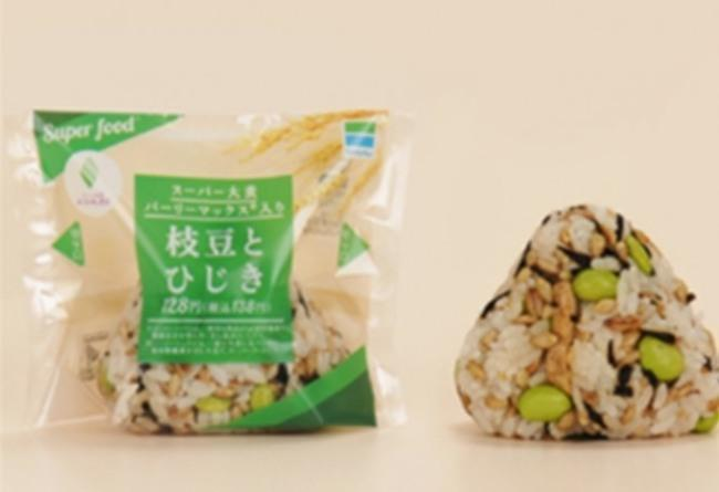 일본 패밀리마트에서 판매중인 '하이레지 식품', 오니기리 '슈퍼 보리 완두콩과 톳'