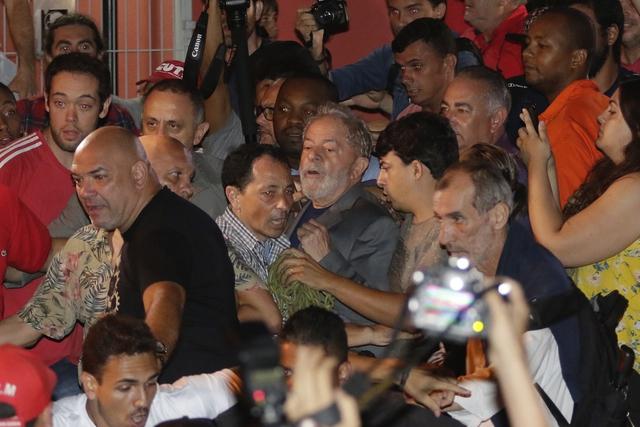 룰라, 결국 감옥으로… '1위 후보