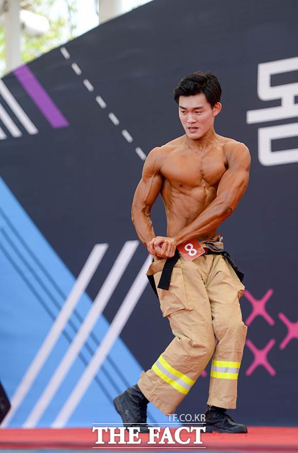 '빨래판 복근의 대향연'… 몸짱 소방