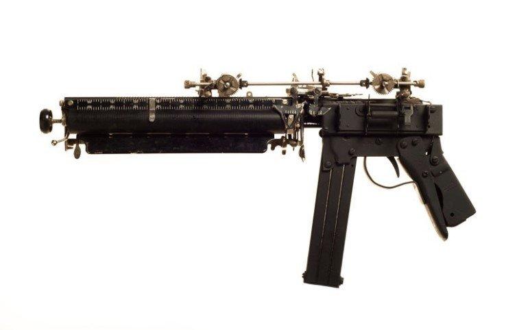 타자기로 만든 총