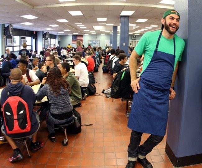세계적인 레스토랑 수석 셰프 출신인 다니엘 지우스티. 지금은 미국의 뉴런던에 있는 공립학교 급식을 만든다. [사진=브리게이드 홈페이지]