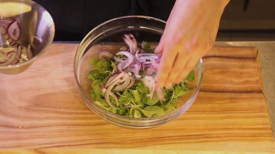 보리는 보리밥으로만? 샐러드로 만들면