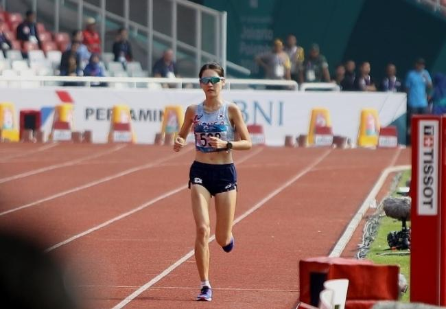 자카르타-팔렘방 아시안게임 마라톤 경기에서 결승선에 들어오는 최경선 선수. [사진=대한육상연맹 제공]