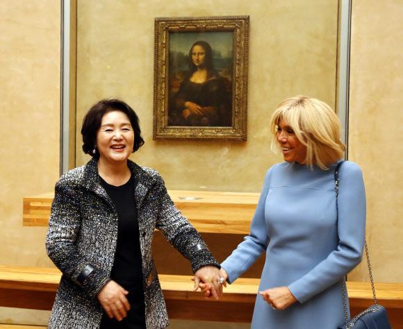 김정숙 여사, 빌린 샤넬 입고 마크롱