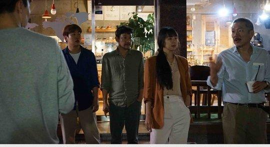 김민희 바라보는 홍상수…'풀잎들' 촬