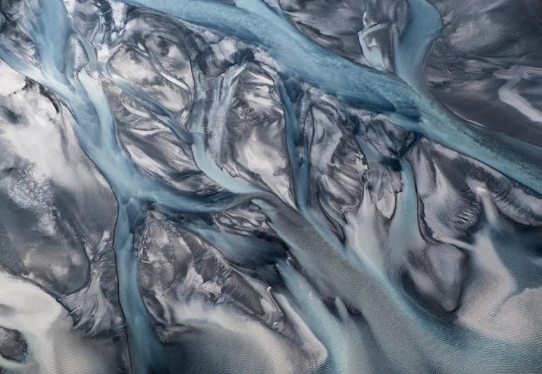 비행기에서 촬영한 추상화를 닮은 지구