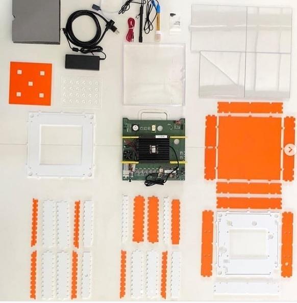 MIT 오픈AG에서 최근 선보인 신형 PFC 제작 키트 [출처=칼렙 하퍼 교수 SNS]